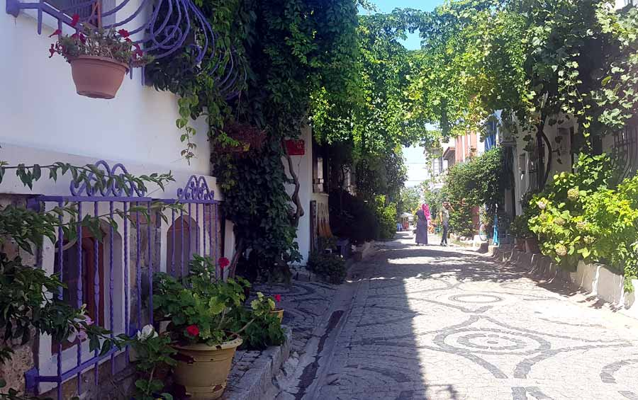 tarihi bozcaada sokakları