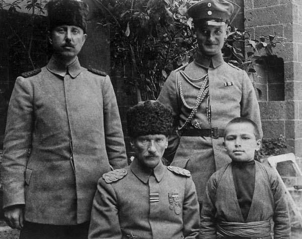 Atatürk-az-bilinen-fotoğraf23