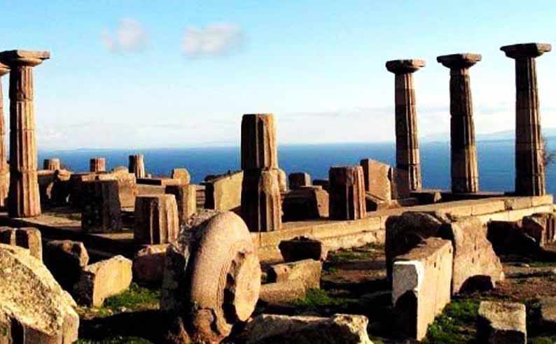 çanakkale gezilecek yerler assos-antik-kent-sütunlar