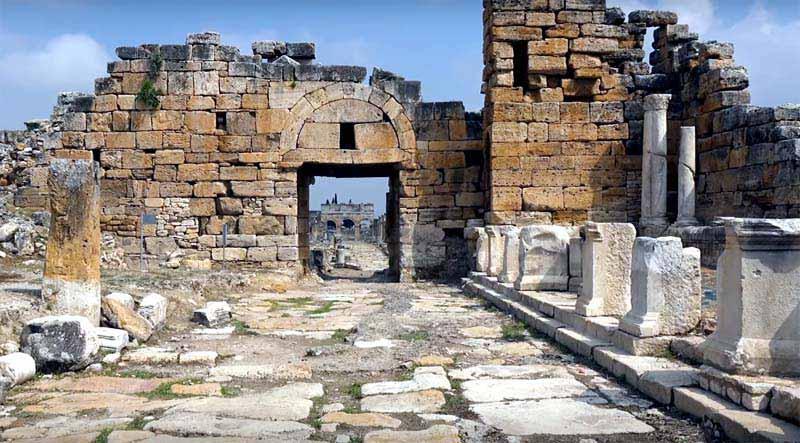 Hierapolus antik kenti pamukkale gezilecek yerler ve traverten giriş ücreti