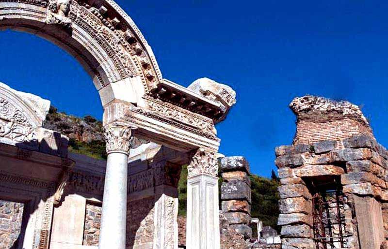 hadrianus-tapınağı-efes