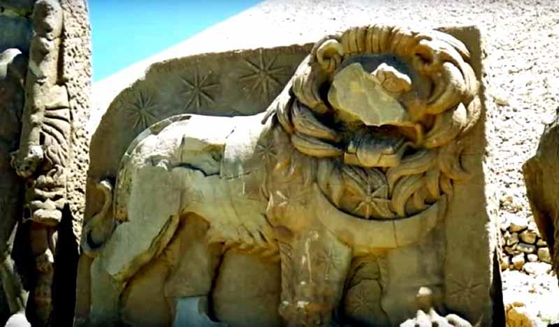 nemrut-dağı-aslan-heykeli