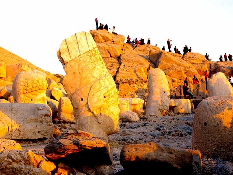 nemrut-dağı-heykeller-kapak