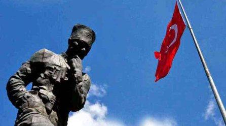 Atatepe Artvin, Atatürk heykeli