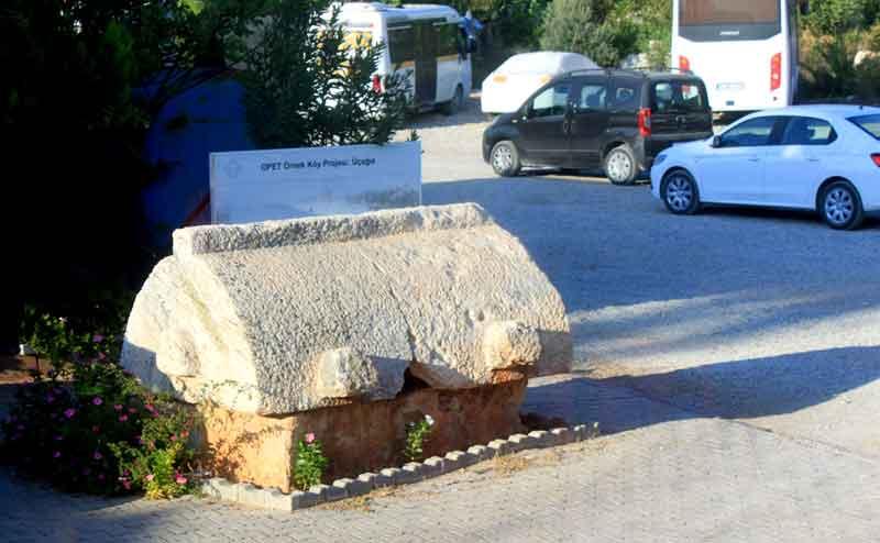 üçağız-köyü-tarihi-mezar.