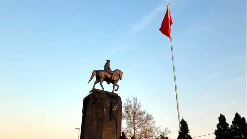 atatürk-heykeli Kayseri