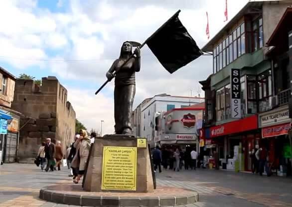 Kayseri kadınlar çarşısı heykeli