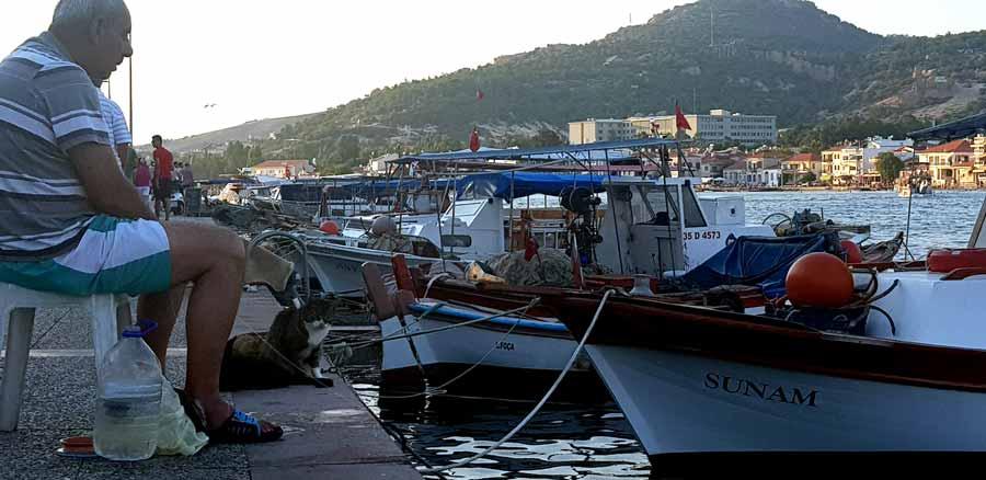 Eski foça balıkçı tekneleri