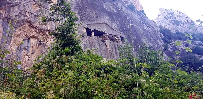 asarkale kaya mezarları
