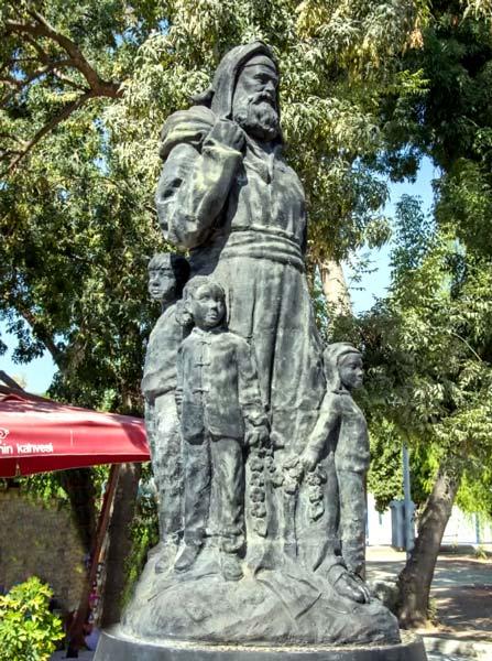 noel baba anıtı demre antalya